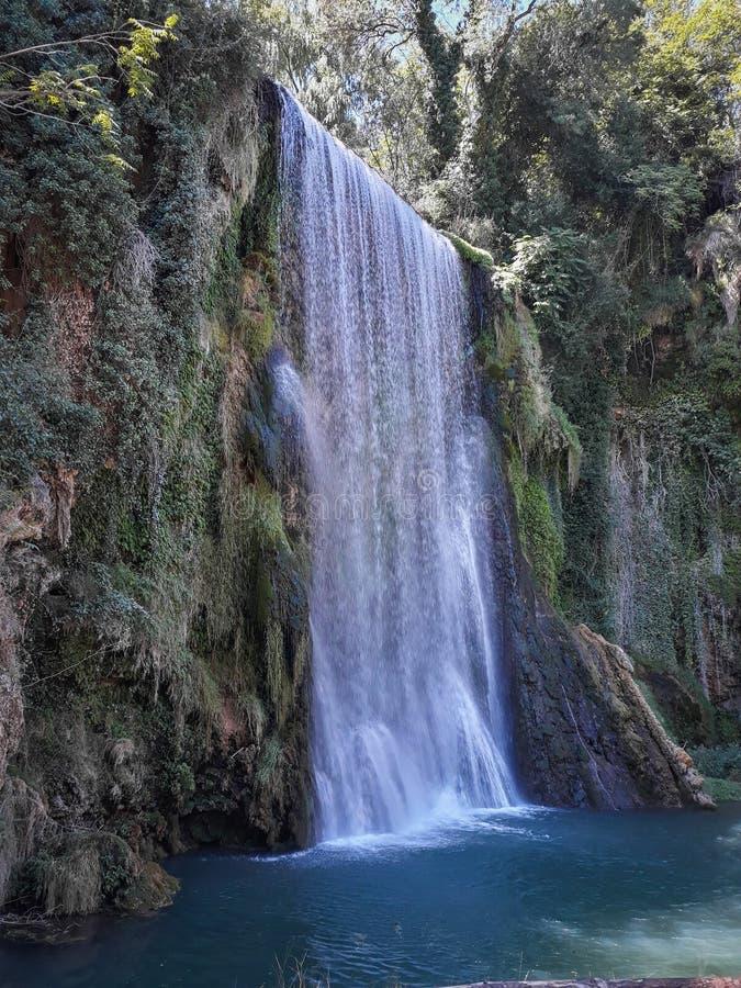 Monasterio de Piedra, Espagne Belle cascade ? ?criture ligne par ligne images stock