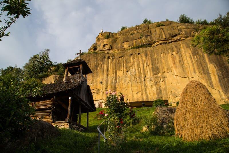 Monasterio de Rumania Corbii de Piatra Stone del viaje foto de archivo