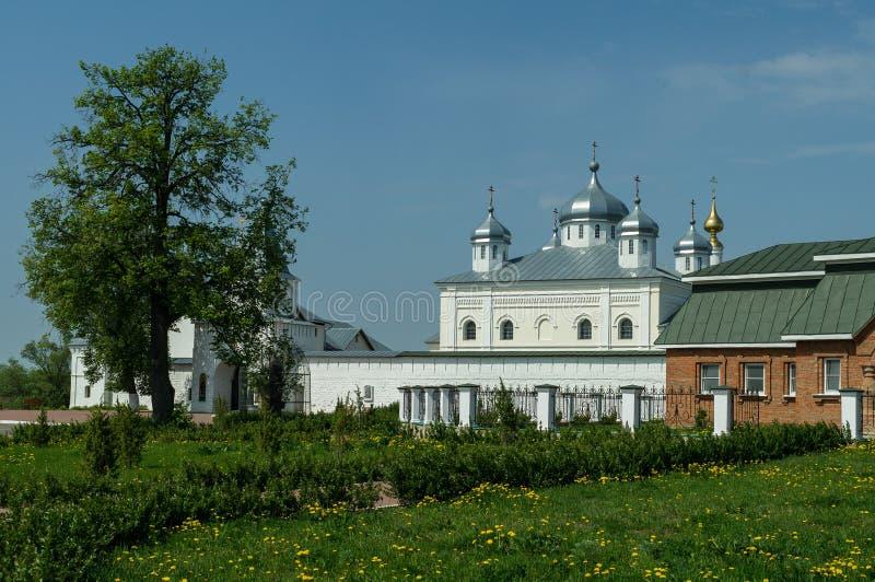 Monasterio de San Jorge en la ciudad rusa de la región de Meshchovsk Kaluga fotografía de archivo