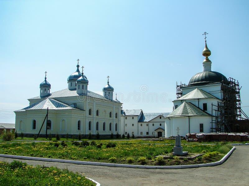 Monasterio de San Jorge en la ciudad rusa de la región de Meshchovsk Kaluga foto de archivo