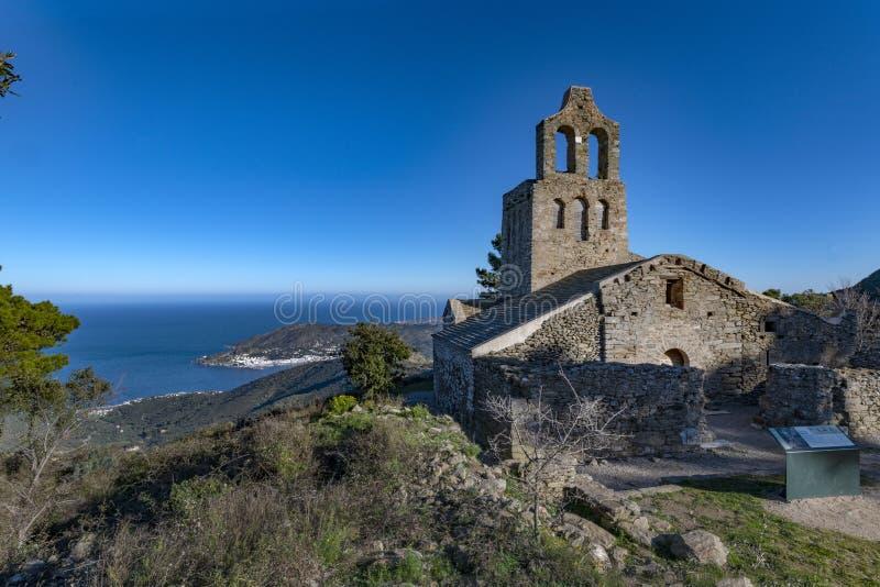 Monasterio DE Sant Pere de Rodes | Ermita DE Santa Creu de Rodes stock fotografie