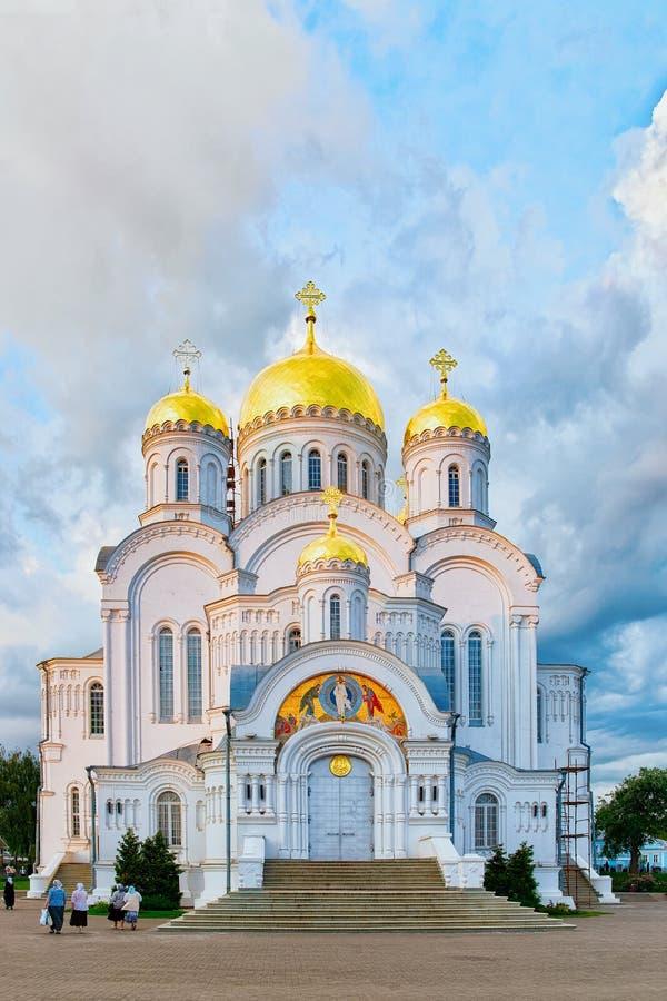 Monasterio de Seraphim Diveevode la trinidad de Holyde las bóvedas en Diveevo en Rusia fotos de archivo libres de regalías