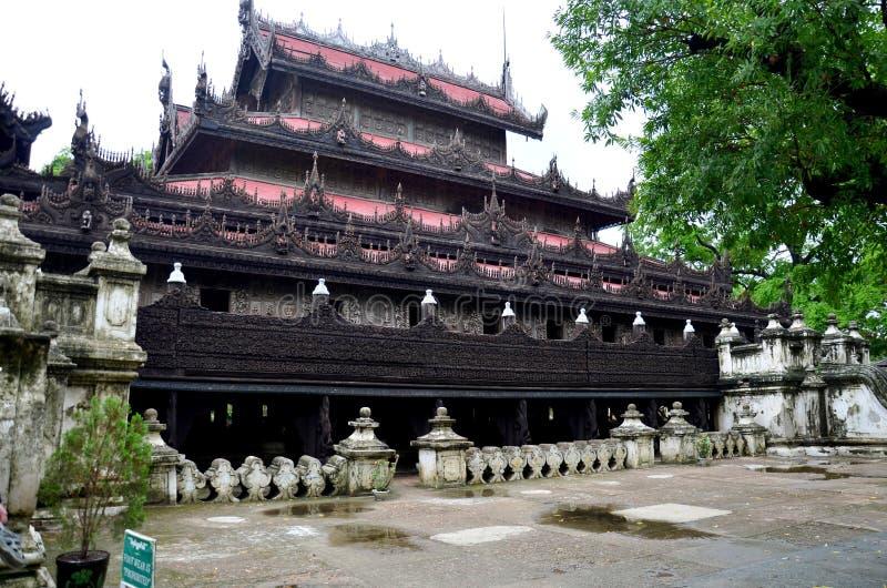 Monasterio de Shwenandaw en Mandalay, Myanmar foto de archivo libre de regalías