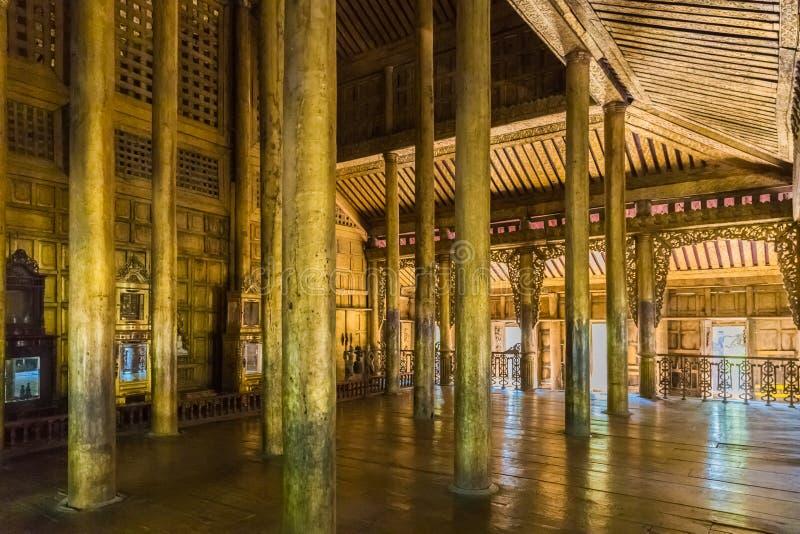 Monasterio de Shwenandaw Kyaung en Mandalay, Myanmar fotos de archivo
