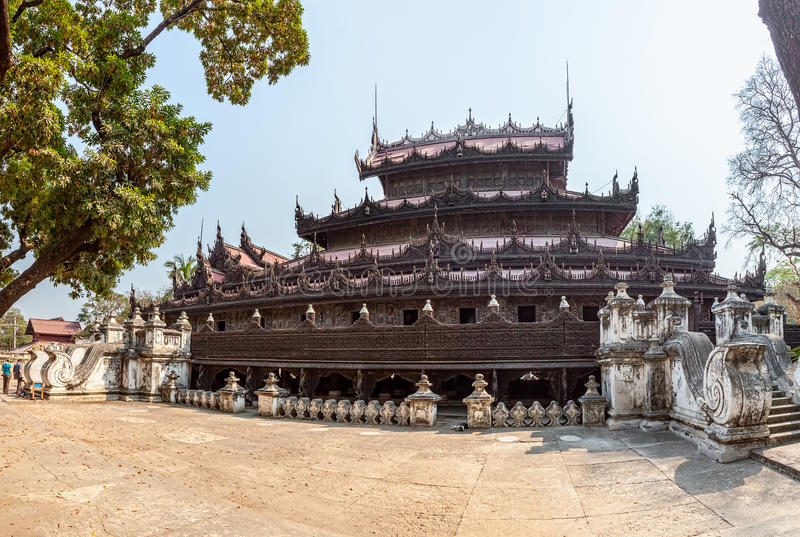 Monasterio de Shwenandaw - Mandalay fotos de archivo