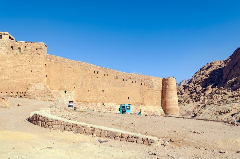 Monasterio de St Catherine en las montañas de Egipto en la península del Sinaí fotos de archivo libres de regalías