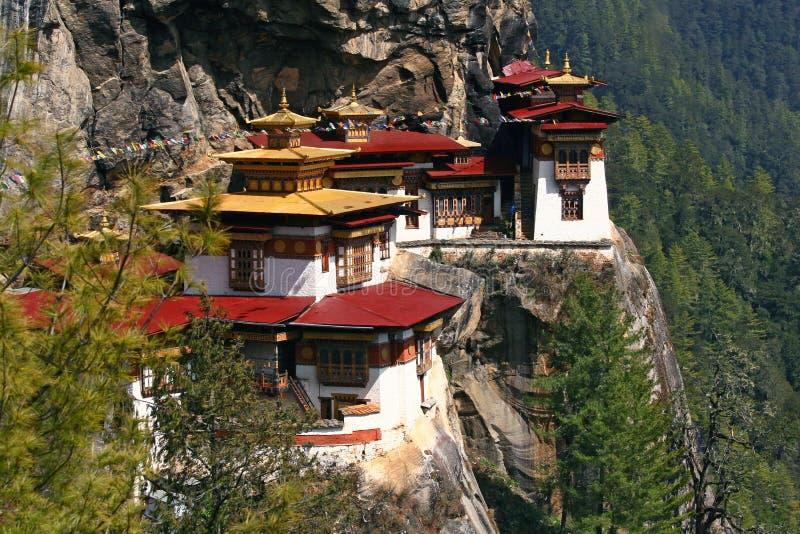 Monasterio de Taktshang (jerarquía del tigre) en Bhután fotografía de archivo