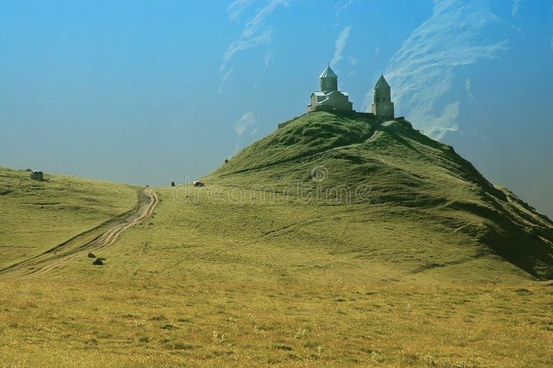 Monasterio de Tsminda Sameba, Kazbegi, el Cáucaso fotografía de archivo