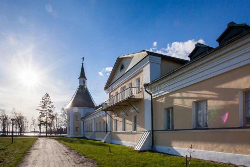 Monasterio de Valday Iversky en la primavera imagen de archivo libre de regalías