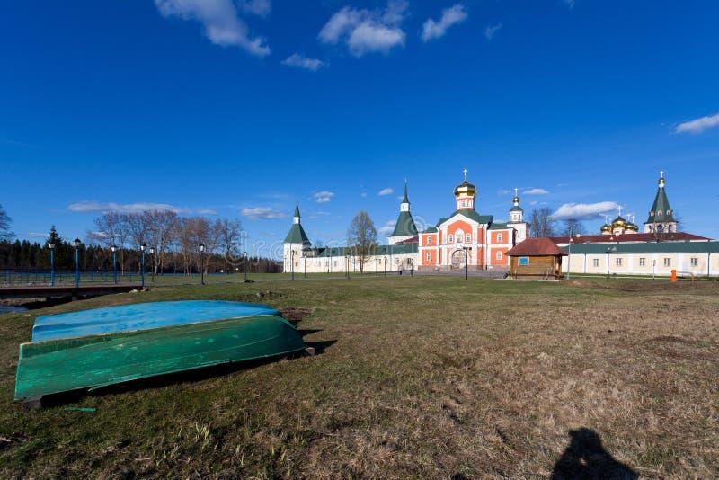 Monasterio de Valday Iversky en la primavera foto de archivo