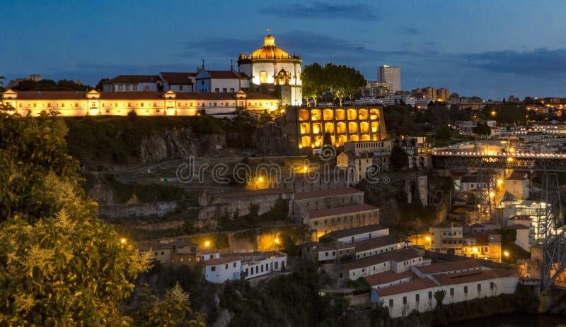 Monasterio de Vila Nova de Gaia al atardecer foto de archivo