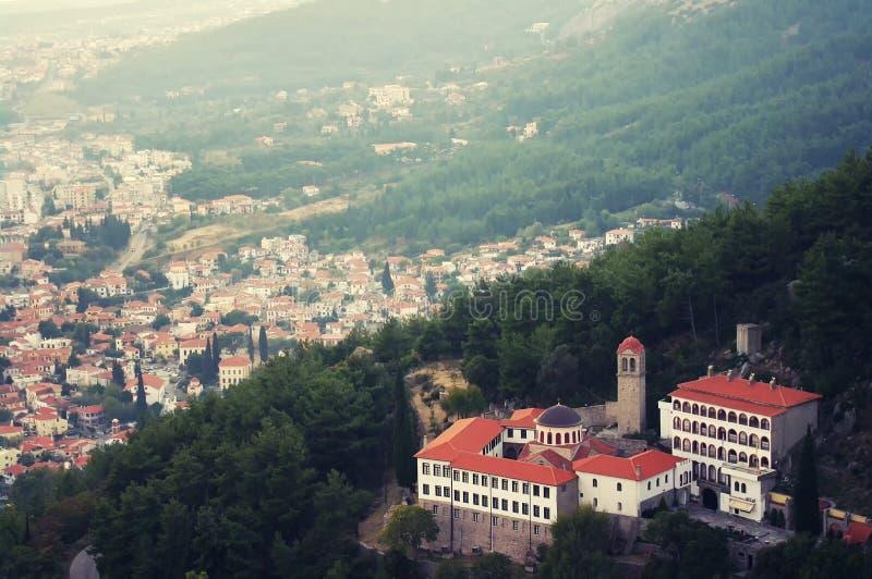 Monasterio en montañas fotografía de archivo libre de regalías