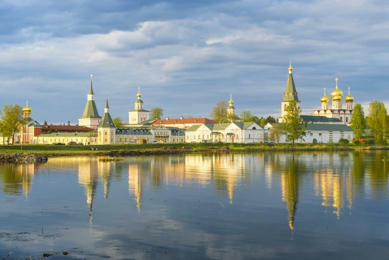Monasterio en Valdai, Rusia de Iversky imagenes de archivo
