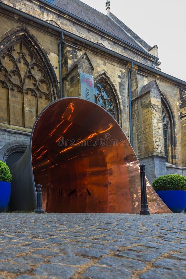 Monasterio gótico convertido en cinco la estrella Kruisherenhotel en Maastricht imagen de archivo libre de regalías