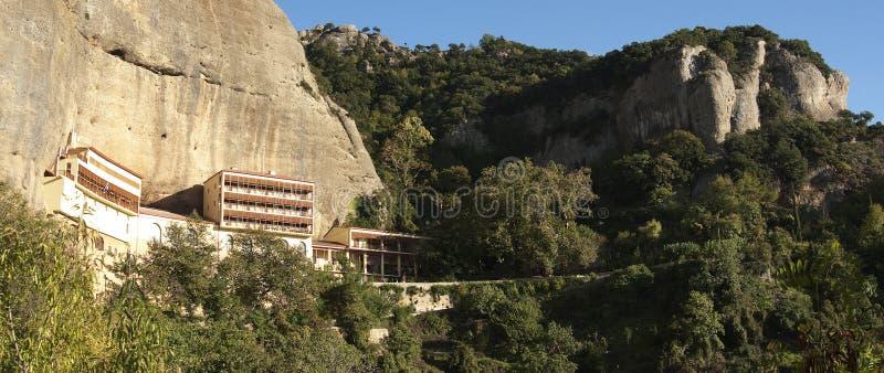 Monasterio mega de Spilaio en Kalavryta imagenes de archivo