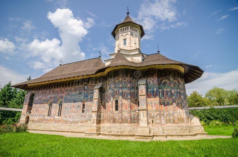 Monasterio ortodoxo de Humorului en la región de Moldavia de Rumania fotografía de archivo