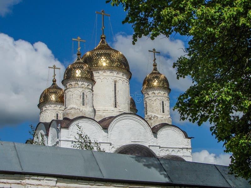 Monasterio ortodoxo en la región de Moscú de Rusia central foto de archivo