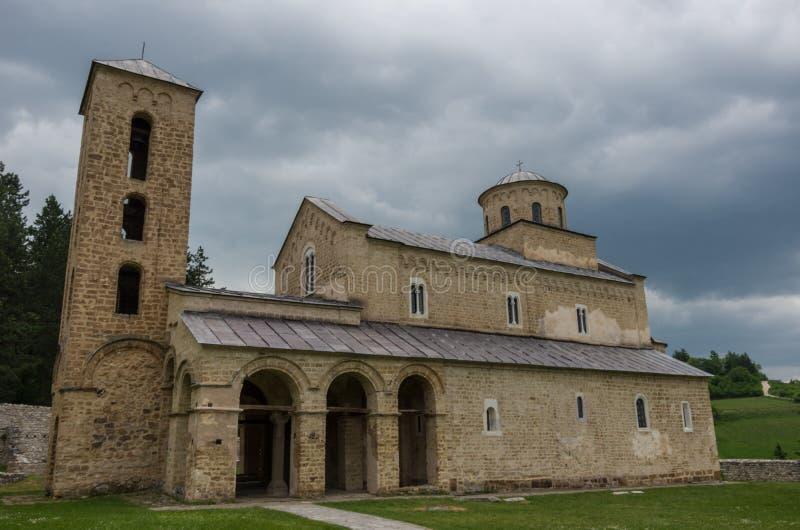 Monasterio ortodoxo servio Sopocani, siglo XIII imagenes de archivo