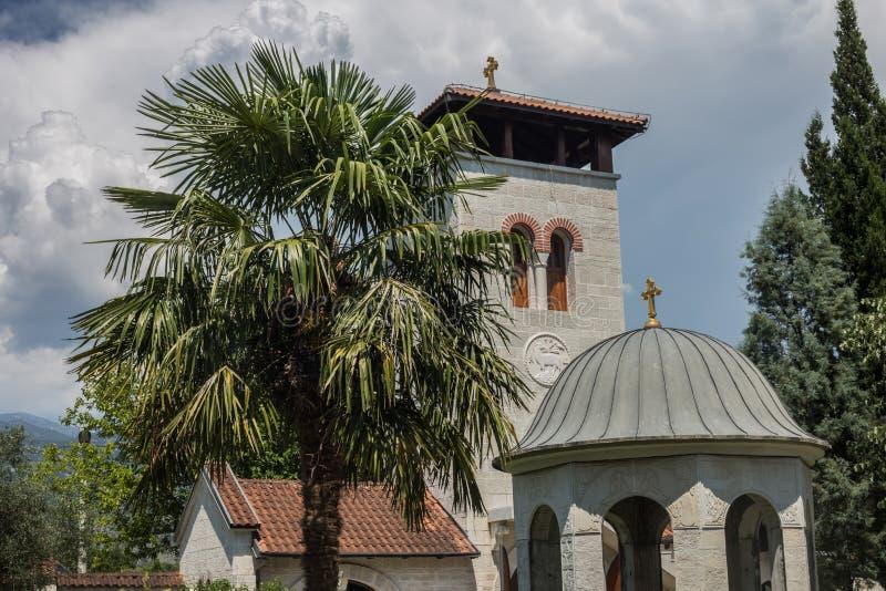 Monasterio ortodoxo Zdrebaonik en Montenegro fotos de archivo