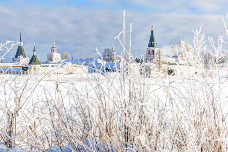 Monasterio por la mañana del invierno, helada Valdai, región de Novgorod, Rusia de Valdai Iversky foto de archivo libre de regalías