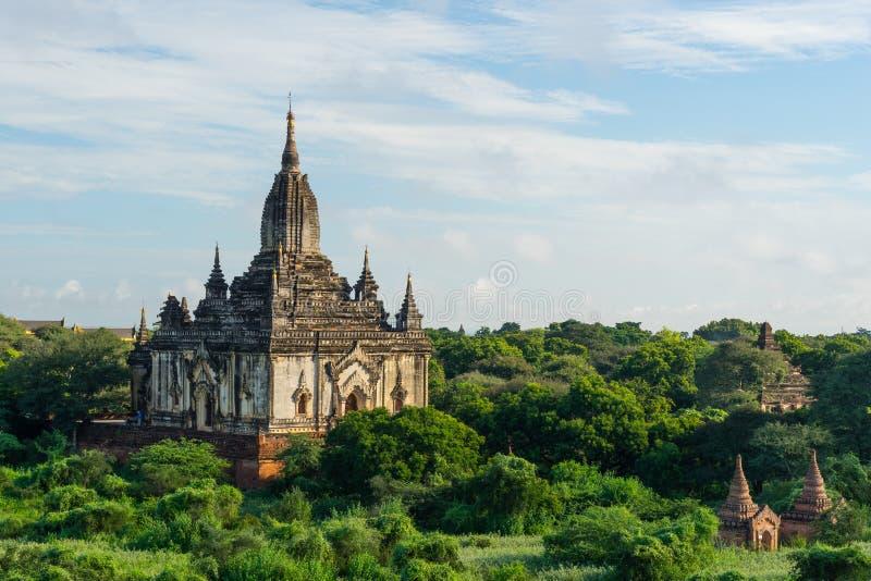 Monasterio por una mañana, ciudad antigua de Bagan, Mandalay de Shwegugyi, imagenes de archivo