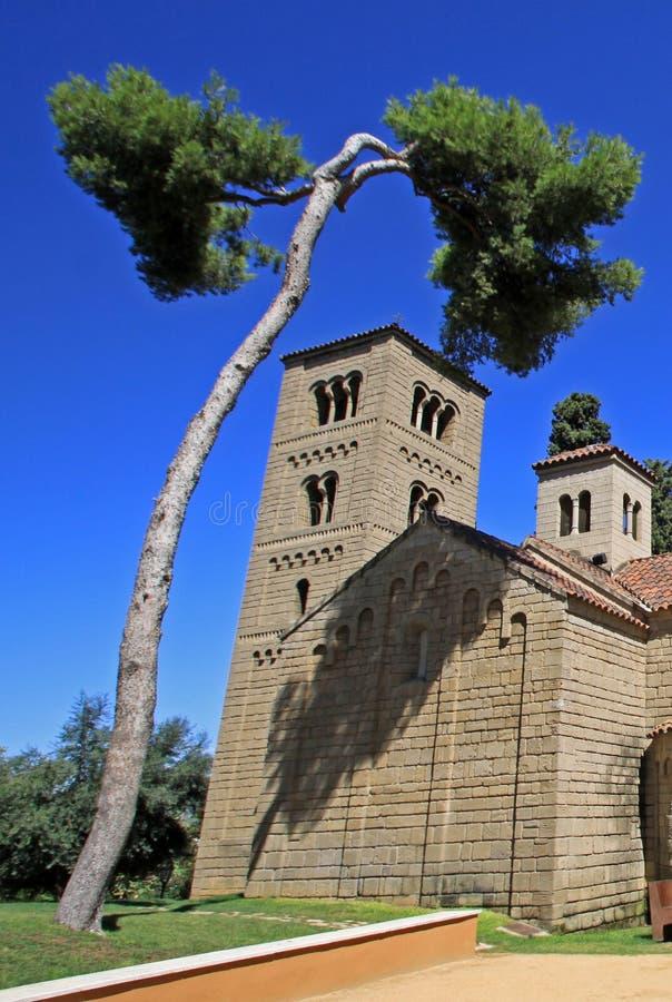 Monasterio Románico de Sant Miquel en Poble Espanyol o pueblo español Barcelona, España imagen de archivo