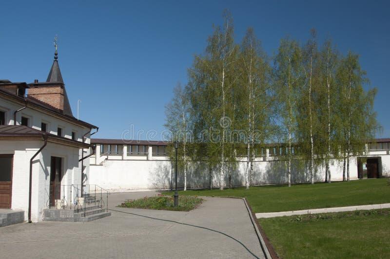 Monasterio santo de Staritsky Dormition foto de archivo