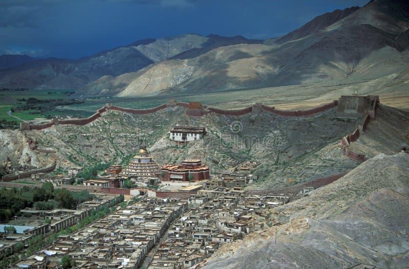 Monasterio tibetano imagenes de archivo