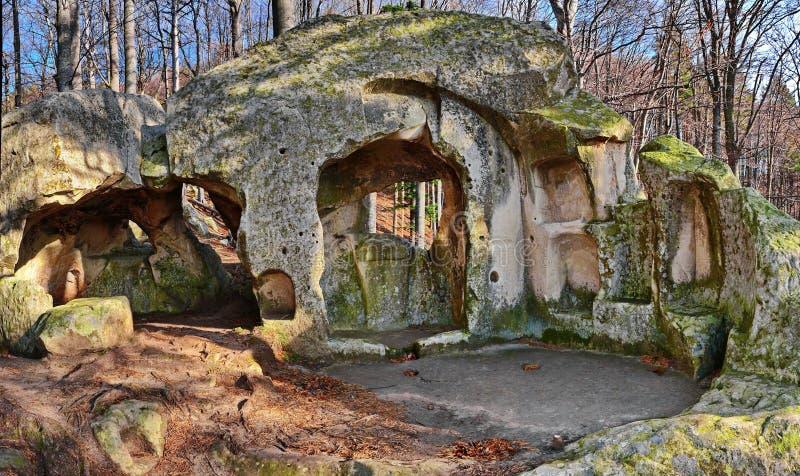 Monasterio viejo de la cueva imágenes de archivo libres de regalías