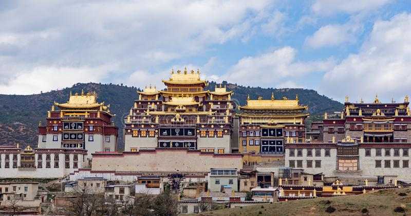 Monastero buddista tibetano di Songzanlin, Zhongdian, il Yunnan - Cina immagine stock libera da diritti
