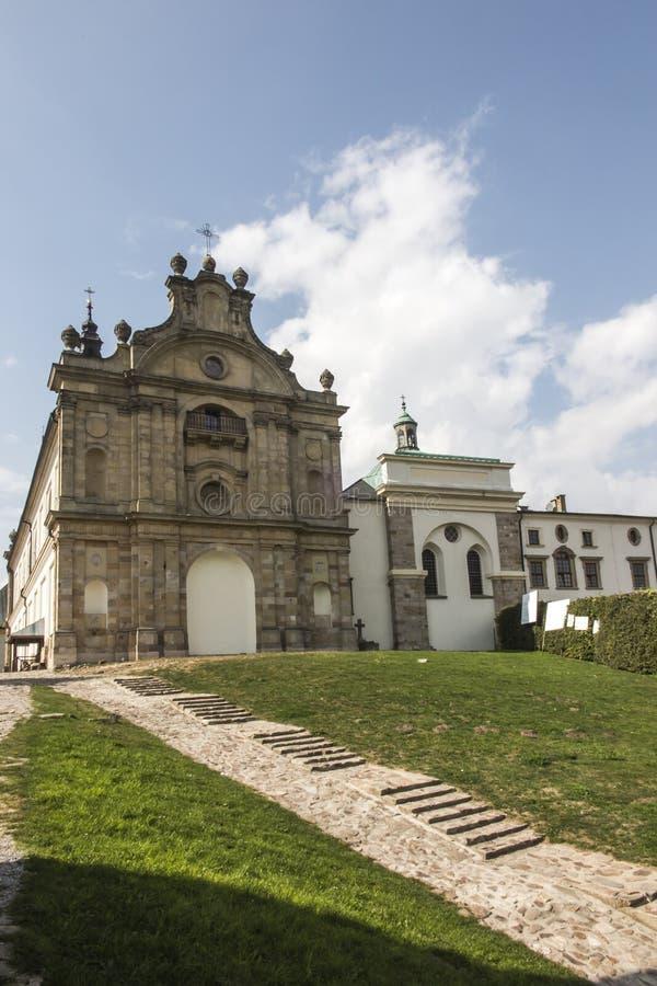 Monastero del benedettino e basilica, incrocio santo, Swietokrzyskie m. immagini stock