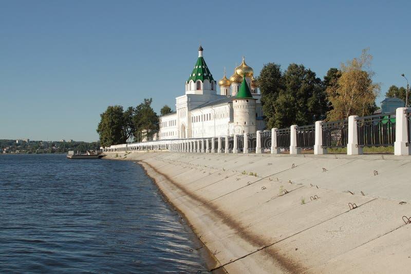 Monastero del fiume di Volga immagine stock libera da diritti
