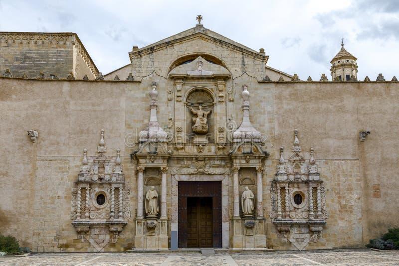 Monastero del portale dell'entrata della chiesa di Santa Maria de Poblet immagine stock