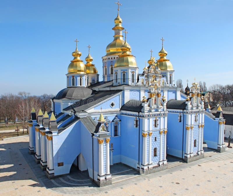 Monastero delle Dorato-Cupole della st Michael immagini stock