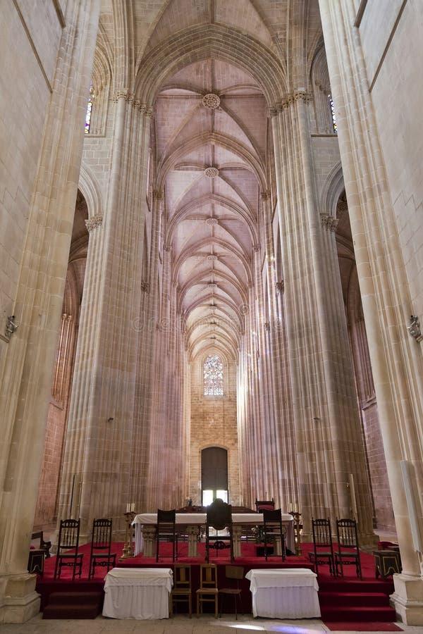 Monastero di Batalha. Altare e Nave della chiesa immagine stock