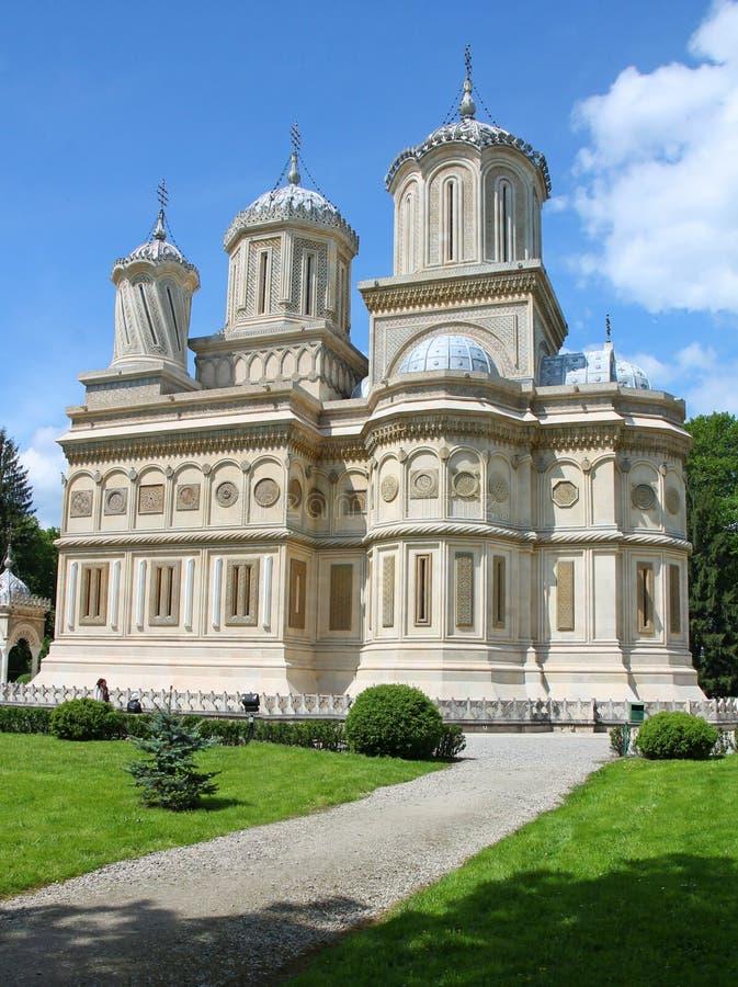 Monastero di Curtea de Arges in Romania un giorno di estate soleggiato fotografia stock