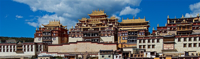 Monastero di Ganden Sumtsenling, il più grande monastero buddista tibetano nella provincia di Yunnan fotografia stock