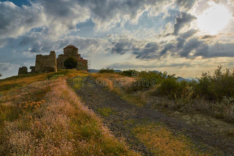 Monastero di Jvari al tramonto fotografie stock libere da diritti