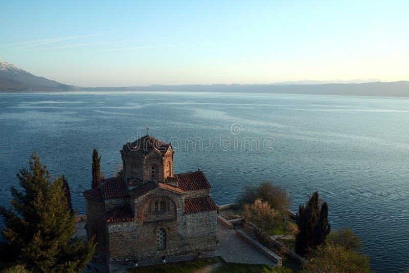 Monastero di Naum del san al tramonto sopra il lago ohrid, nella zona del sud della Repubblica Macedone fotografia stock libera da diritti