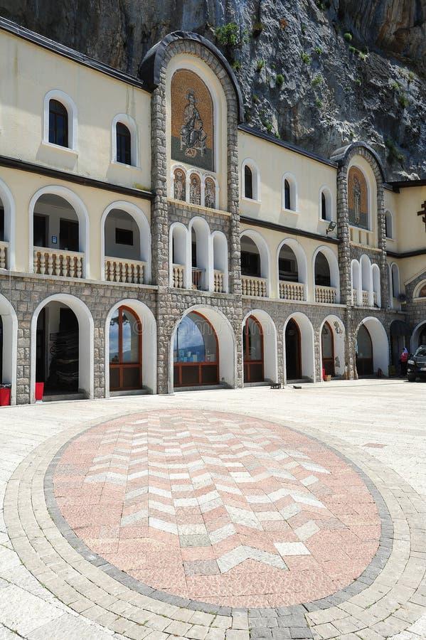 Monastero di Ostrog vicino a Danilovgrad fotografie stock