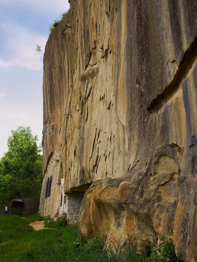 Monastero di Ravens di Corbii de Piatra Stone nella contea di Arges, Romania fotografia stock
