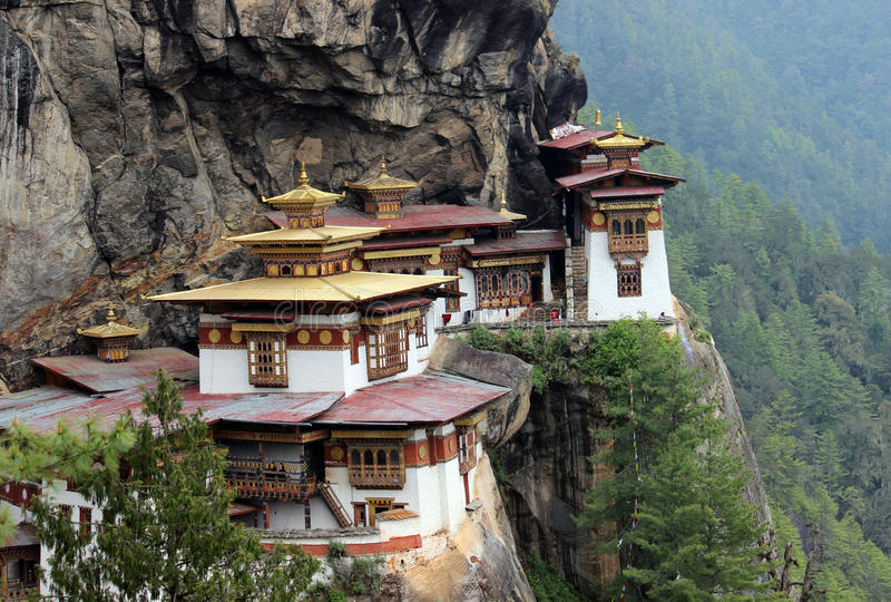 Monastero di Taktshang nel Bhutan (il nido della tigre) fotografia stock