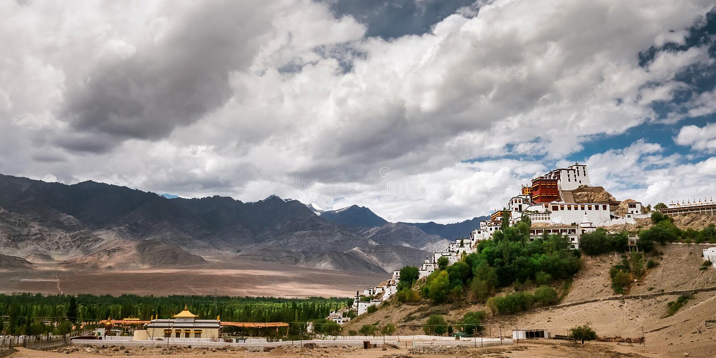 Monastero di Thiksey in Leh, Ladakh, India del nord immagine stock