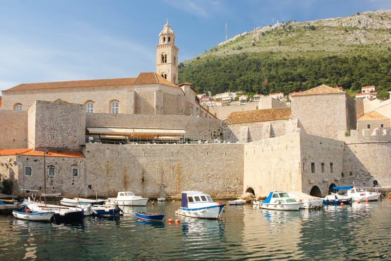Monastero domenicano e vecchio porto dubrovnik La Croazia immagini stock
