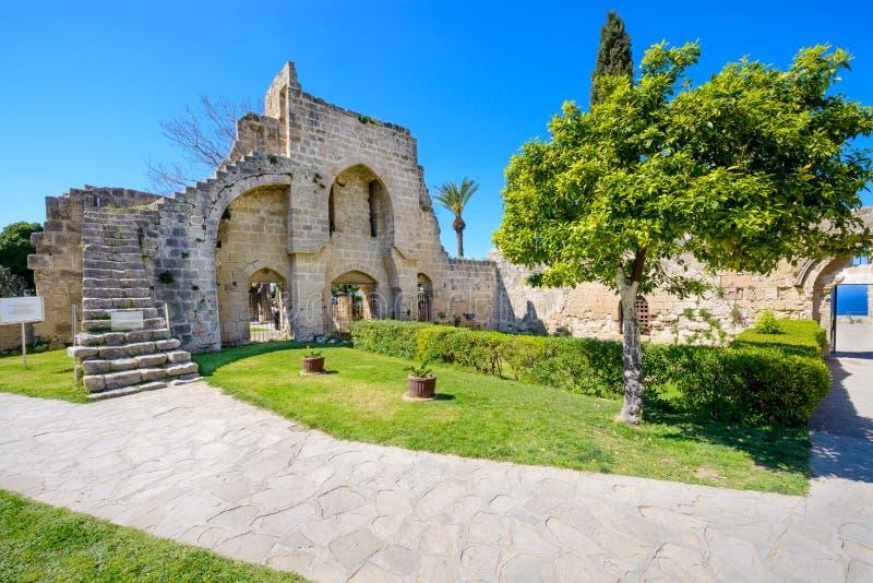Monastero gotico del XIII secolo a Bellapais, Cipro del Nord 8 fotografia stock
