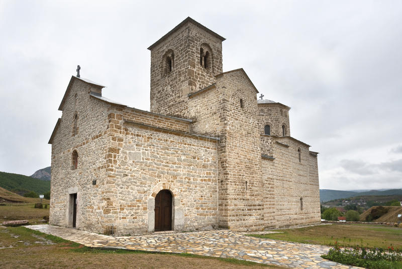 Monastero ortodosso Djurdjevi Stupovi immagine stock