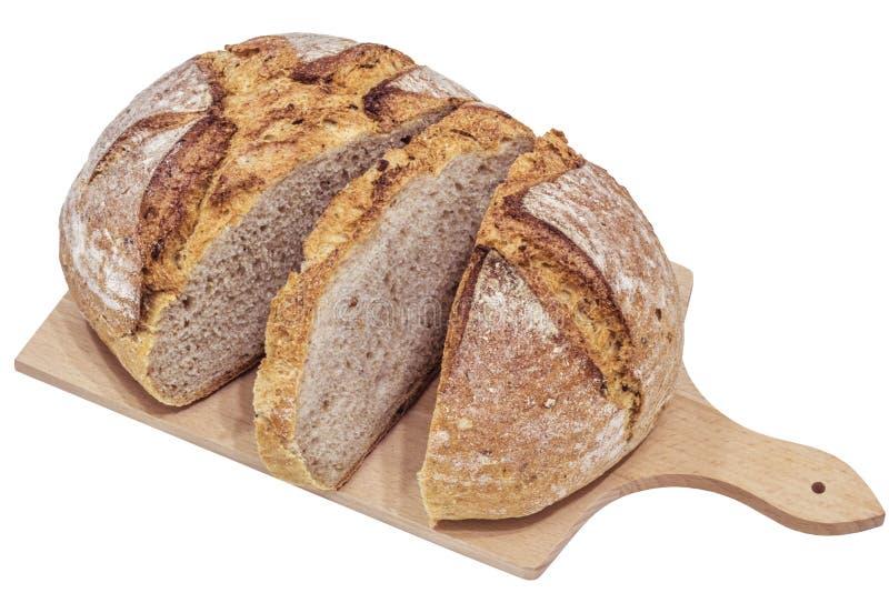 Monasteru chleb Pokrajać na Drewnianej Tnącej desce Odizolowywającej zdjęcie royalty free