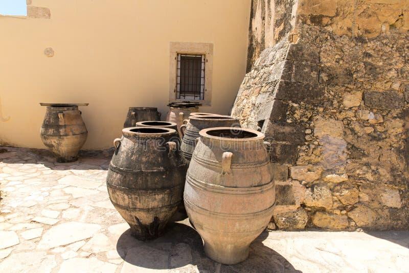 Monasteru i jvase dzbanka miotacz, Crete wyspa w Grecja. obrazy stock