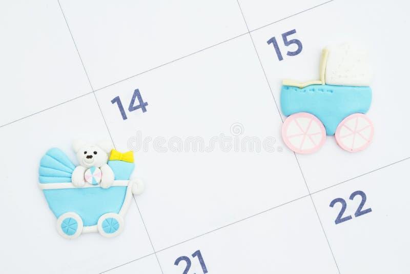 Monatskalender mit Kinderwagen stockfotografie