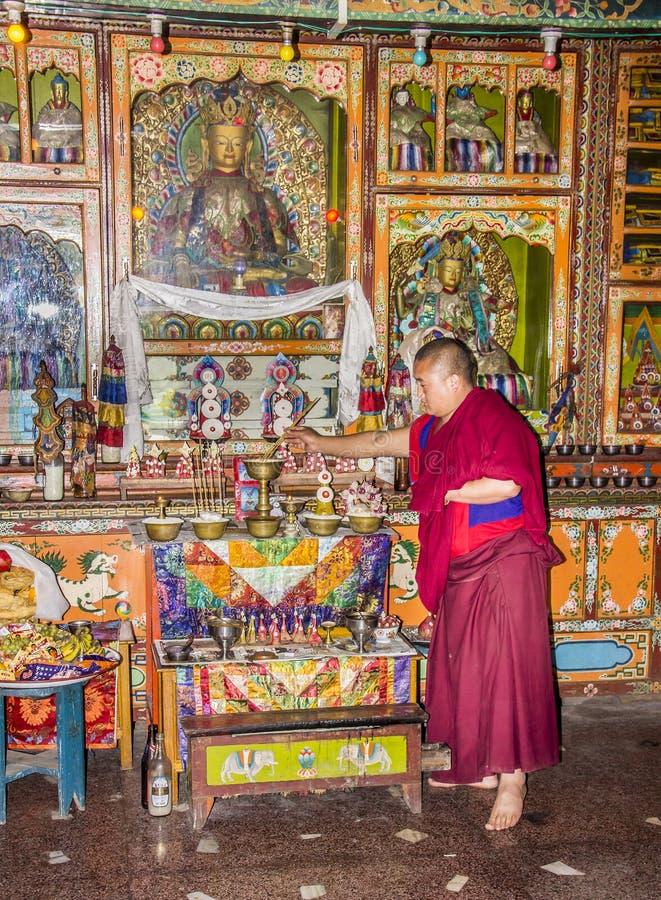 Monch à l'intérieur du monastère de fève image libre de droits